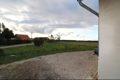 Secteur Chaussin, à vendre agréable maison récente (2008) de 7 pièces, 140m² sur 2000m² de terrain., vue terrain
