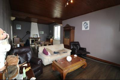 Seurre à 5mn, vends maison de 7 pièces, 150m² habitables, garage sur 8000m² de terrain clos., salon/séjour 37m² avec cheminée