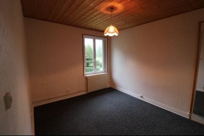 Forêt de Chaux, proche Dole, vends maison 6 pièces, 115m² habitables sur 2500m² avec dépendances., chambre 2 RdC 11M²