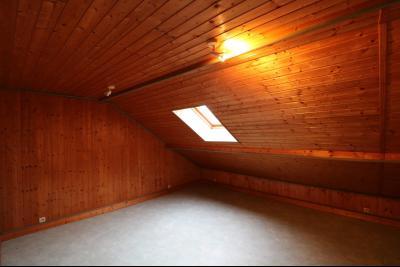 Forêt de Chaux, proche Dole, vends maison 6 pièces, 115m² habitables sur 2500m² avec dépendances., chambre 4 étage