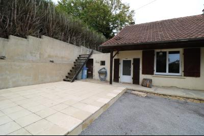 Forêt de Chaux, proche Dole, vends maison 6 pièces, 115m² habitables sur 2500m² avec dépendances., vue gauche avec terrasse