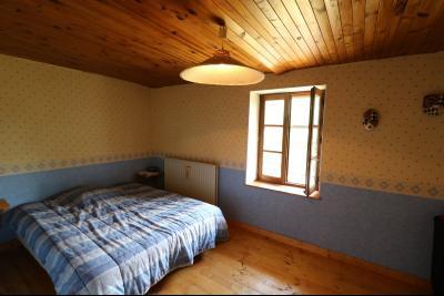 Chaussin à 2 kms vends ancienne ferme restaurée de 6 pièces, 132m² sur 2500m² de terrain clos., chambre 1