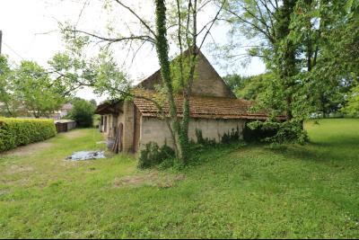 Chaussin à 2 kms vends ancienne ferme restaurée de 6 pièces, 132m² sur 2500m² de terrain clos., vue gauche avec garage