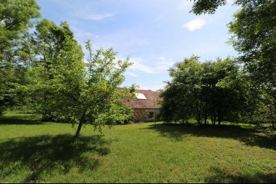Chaussin à 2 kms vends ancienne ferme restaurée de 6 pièces, 132m² sur 2500m² de terrain clos., terrain