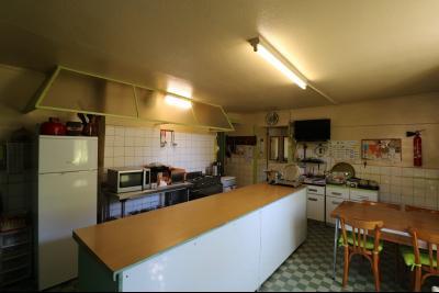 Proche Arc-et-Senans, maison ancienne 13 pièces, 290m² terrain clos et aménagé de 940m²., 2 eme salle de restaurant
