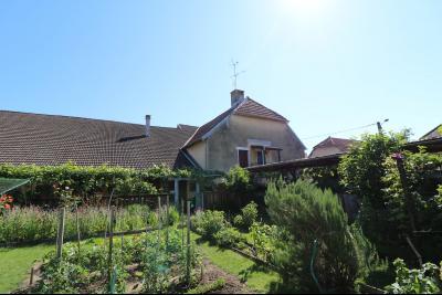 Proche Arc-et-Senans, maison ancienne 13 pièces, 290m² terrain clos et aménagé de 940m²., vue depuis jardin