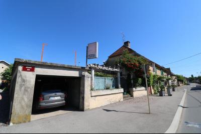 Proche Arc-et-Senans, maison ancienne 13 pièces, 290m² terrain clos et aménagé de 940m²., Vue de face