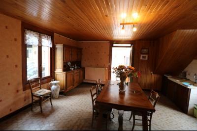 Secteur Poligny vends habitation de 4 pièces, 100m² et ferme 500m² sur 6800m² de terrain clos., cuisine/salle à manger 25m²