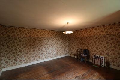Secteur Poligny vends habitation de 4 pièces, 100m² et ferme 500m² sur 6800m² de terrain clos., chambre N° 2  25m²