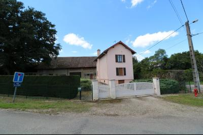 Secteur Poligny vends habitation de 4 pièces, 100m² et ferme 500m² sur 6800m² de terrain clos., vue de face habitation