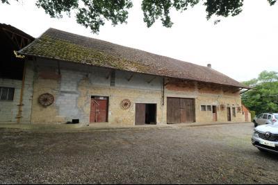 Secteur Poligny vends habitation de 4 pièces, 100m² et ferme 500m² sur 6800m² de terrain clos., vue de face ferme 500m²