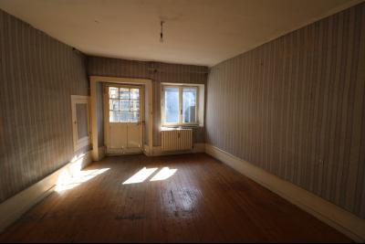 Sellières vends immeuble à rénover ancien PMU de 240m² avec appartement étage 100m², appartement étage