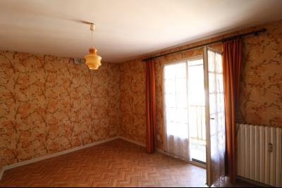 Sellières vends immeuble à rénover ancien PMU de 240m² avec appartement étage 100m², chambre 1