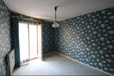 Sellières vends immeuble à rénover ancien PMU de 240m² avec appartement étage 100m², chambre 2