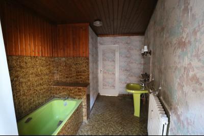 Sellières vends immeuble à rénover ancien PMU de 240m² avec appartement étage 100m², salle de bain