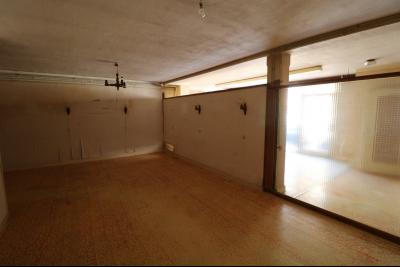 Sellières vends immeuble à rénover ancien PMU de 240m² avec appartement étage 100m², salle arrière