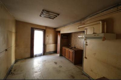 Sellières vends immeuble à rénover ancien PMU de 240m² avec appartement étage 100m², comptoir PMU