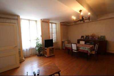 Sellières centre vends immeuble à restaurer de 3 appartements, 200m², garage, atelier , cour, salon/séjour