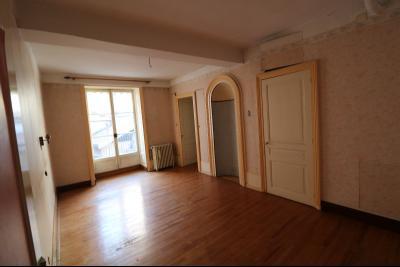 Sellières centre vends immeuble à restaurer de 3 appartements, 200m², garage, atelier , cour, chambre 1