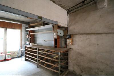 Sellières centre vends immeuble à restaurer de 3 appartements, 200m², garage, atelier , cour, atelier