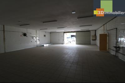 10mn de Dole, à vendre bâtiment commercial et industriel de 248m² avec parking indépendant., depuis fond gauche avec entrée fourgon