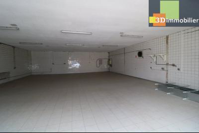 10mn de Dole, à vendre bâtiment commercial et industriel de 248m² avec parking indépendant., idem depuis coté droit