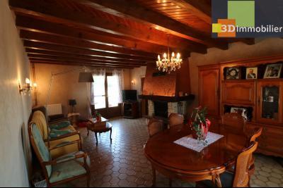 Secteur Chaussin vends belle fermette de 7 pièces,150m², dépendances 90m²sur 5200 m² de terrain clos, salon/séjour 28m² avec cheminée/insert