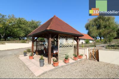 Secteur Chaussin vends belle fermette de 7 pièces,150m², dépendances 90m²sur 5200 m² de terrain clos, cour avec pergola