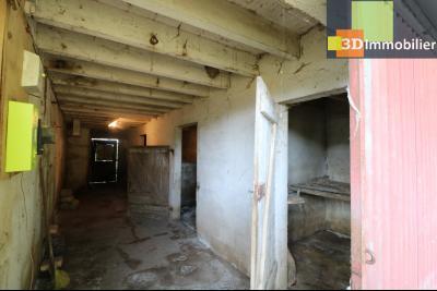 Proche Chaussin , vends ferme ancienne de 5 pièces, 90m², 500m² de dépendances sur1879m² de terrain, entrée appartement
