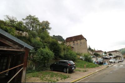 Salins les Bains vends appartement T2 55m² refait à neuf  en Rez-de-chaussée, cave au centre ville., Parking