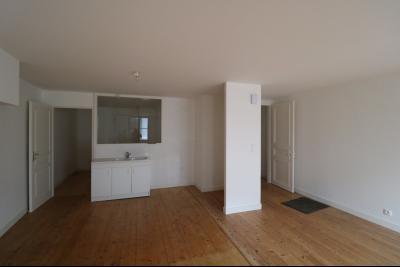 Salins les Bains vends appartement T2 55m² refait à neuf  en Rez-de-chaussée, cave au centre ville., coin cuisine