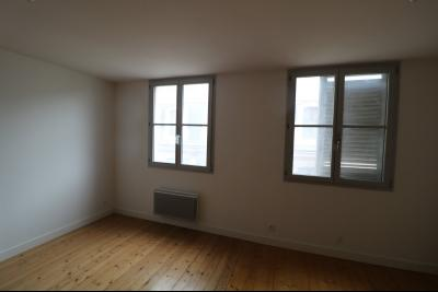 Salins les Bains vends appartement T2 55m² refait à neuf  en Rez-de-chaussée, cave au centre ville., Salon/séjour 30m²
