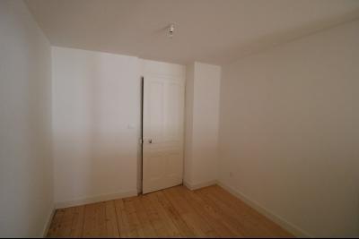 Salins les Bains vends appartement T2 55m² refait à neuf  en Rez-de-chaussée, cave au centre ville., chambre 10m²