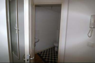 Salins les Bains vends appartement T2 55m² refait à neuf  en Rez-de-chaussée, cave au centre ville., douche