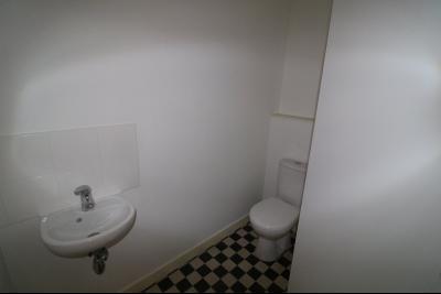 Salins les Bains vends appartement T2 55m² refait à neuf  en Rez-de-chaussée, cave au centre ville., coin wc avec point d