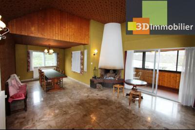 Secteur ARBOIS (39 JURA), à vendre maison de ville de 9 pièces sur 1174 m² de terrain clos., cuisine équipée