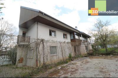 Secteur ARBOIS (39 JURA), à vendre maison de ville de 9 pièces sur 1174 m² de terrain clos., coté droit