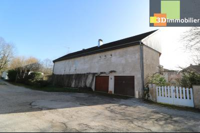 Secteur ARBOIS (39 JURA), à vendre maison de ville de 9 pièces sur 1174 m² de terrain clos., coté gauche