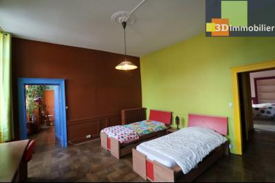 DOLE centre, au 1er étage, vends bel appartement de 6 pièces,  surface habitable de 150m²., chambre 3 19m²