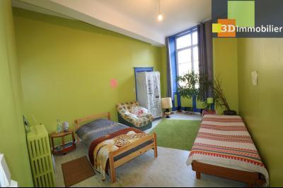 DOLE centre, au 1er étage, vends bel appartement de 6 pièces,  surface habitable de 150m²., salle de bain