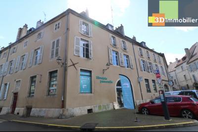 DOLE centre, au 1er étage, vends bel appartement de 6 pièces,  surface habitable de 150m²., palier