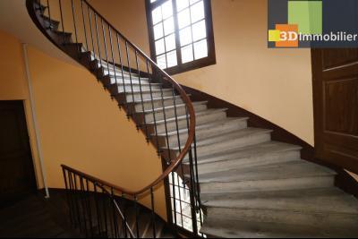 DOLE centre, au 1er étage, vends bel appartement de 6 pièces,  surface habitable de 150m²., porte d