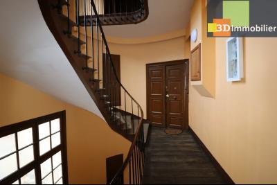 DOLE centre, au 1er étage, vends bel appartement de 6 pièces,  surface habitable de 150m²., couloir
