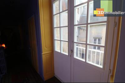 DOLE centre, au 1er étage, vends bel appartement de 6 pièces,  surface habitable de 150m²., cuisine traditionnelle