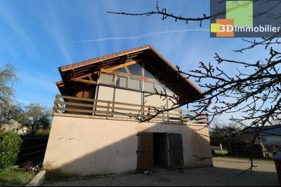 Secteur Chaussin, vends grande maison, 6 pièces, 157m², dépendances sur 2219m² de terrain clos, vue arrière avec véranda