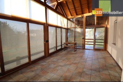 Secteur Chaussin, vends grande maison, 6 pièces, 157m², dépendances sur 2219m² de terrain clos, véranda chauffée 25m²