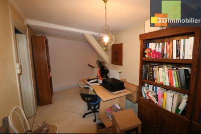 Chaussin centre vends maison de ville 5 pièces, 85m², cour 165m² et dépendances., accès étage