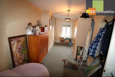 Chaussin centre vends maison de ville 5 pièces, 85m², cour 165m² et dépendances., mezzanine 10m²