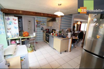 Chaussin centre vends maison de ville 5 pièces, 85m², cour 165m² et dépendances., arriere maison avec cour