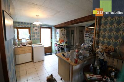 Chaussin centre vends maison de ville 5 pièces, 85m², cour 165m² et dépendances., cuisine équipée ouverte 12m²